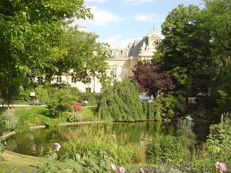 800px-Paris_Square_du_Temple_dsc03980